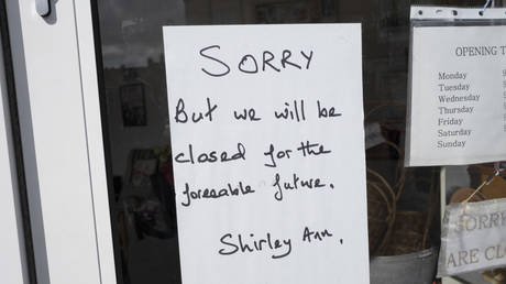 Local response to Coronavirus is felt on a street by street level as signs in small shops and businesses announce that they are closed for business until restrictions are lifted on 6th April 2020 in Birmingham, England, United Kingdom. © Getty Images/Mike Kemp/In PIctures
