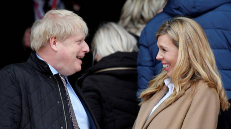 Britain's Prime Minister Boris Johnson with his partner Carrie Symonds. © REUTERS/Toby Melville/File Photo