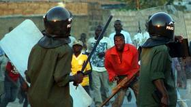 'We will WHIP YOU': Police employ no-nonsense measures to force Covid-19 lawbreakers to self-isolate in Zambia (VIDEO)