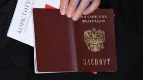 Putin signs law allowing foreigners to become Russian WITHOUT giving up existing citizenship
