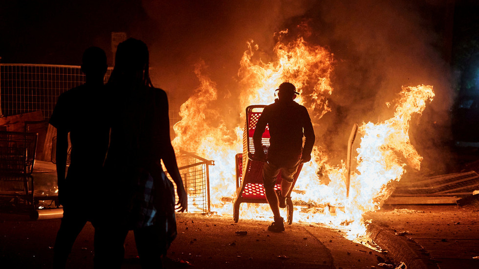 LOOTING & ARSON rage through St. Paul & Minneapolis as emergency declared over...