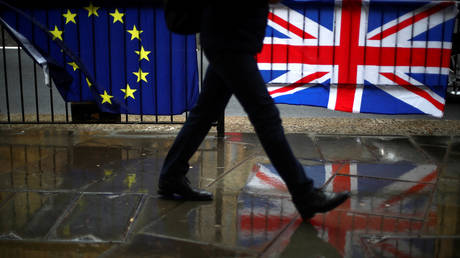 Irish FM warns of 'crisis point' ahead if trade talks between UK & EU don't advance soon