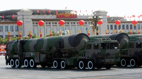 Nuclear-capable missiles are displayed at a parade on October 1, 2009 in Beijing, China. © Getty Images / Feng Li