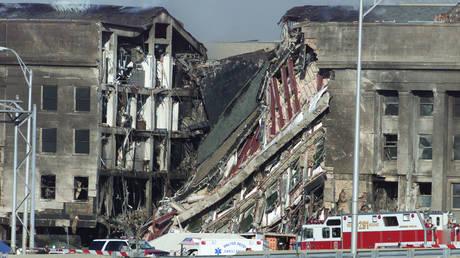 The Pentagon on September 11, 2001 © Reuters / William Philpott