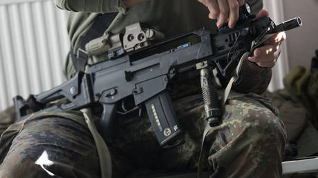 FILE PHOTO: A KSK member inspects his weapon © REUTERS/Hannibal Hanschke