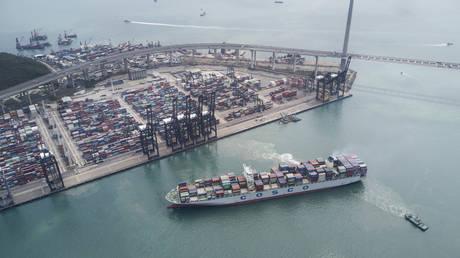 FILE PHOTO: Container ship at Hong Kong docks terminal © Global Look Press / ZUMA Press / Miguel Candela