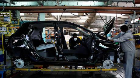 FILE PHOTO: Renault factory in Flins, France © Reuters / Gonzalo Fuentes