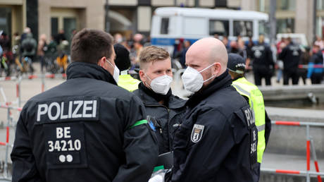 FILE PHOTO Police officers in Berlin, Germany, May 16, 2020. © Fabrizio Bensch / Reuters