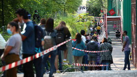 Over 1,000 line up for FREE FOOD in Geneva amid coronavirus lockdown (PHOTOS)