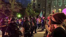 Denver rioters SMASH WINDOWS of Colorado Supreme Court (VIDEO)