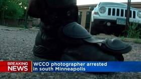 US photojournalist hit by 'non-lethal round' & pushed to ground by Minnesota police as camera keeps rolling