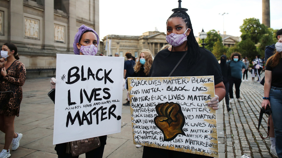 , Predator or prank? 'Black Lives Matter' podcaster orders woman to get on her knees & APOLOGIZE for white privilege, TravelWireNews | World News, TravelWireNews | World News