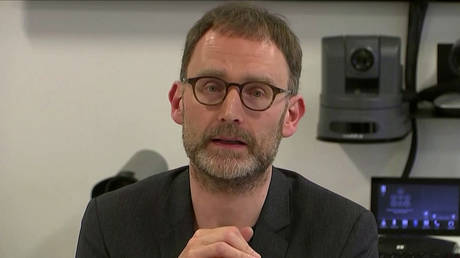 Epidemiologist Neil Ferguson speaks at a news conference in London, Britain. January 22, 2020. Still image taken from video © Reuters TV