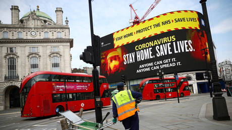 A UK government public health campaign is displayed in Piccadilly Circus. London, Britain, April 8, 2020 © Reuters / Hannah McKay