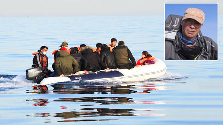 Main: A dinghy carries a group of migrants escorted to the English Border Force by a French patrol boat on the English Channel, 12 miles from Dover on May 27, 2020 at sea © Getty Images / Steve Finn; Insert: © Youtube / @Nigel Farage