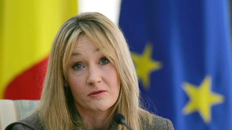 JK Rowling addresses the press at Victoria palace in Bucharest © Reuters / Bogdan Cristel