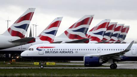 FILE PHOTO: A British Airways plane at Heathrow Airport in London. March 2020 © Reuters / Simon Dawson