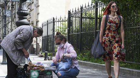 Street trade on one of the streets of Saint Petersburg © Sputnik / Alexandr Galperin