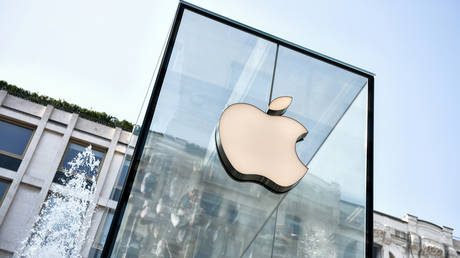 FILE PHOTO: Apple Store in Milan © AFP / Piero Cruciatti