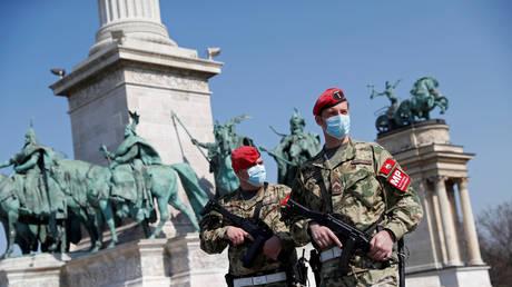 FILE PHOTO © REUTERS/Bernadett Szabo