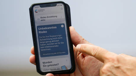 The presentation of the new contact-tracing smartphone app to alert people of the risk of infection with the coronavirus disease (COVID-19), in Berlin, Germany, June 16, 2020. ©  REUTERS/Hannibal Hanschke/Pool