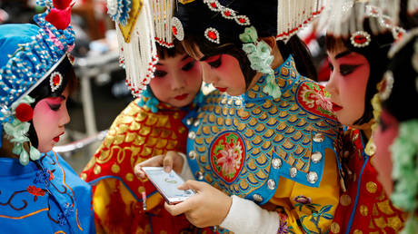 FILE PHOTO: A traditional Chinese opera competition at the National Academy of Chinese Theatre Arts in Beijing © Reuters / Thomas Peter