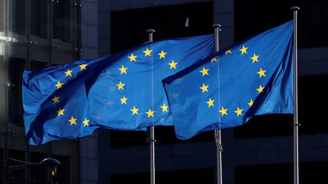 FILE PHOTO: European Union flags fly outside the European Commission headquarters in Brussels, Belgium, December 12, 2019. ©Reuters/Yves Herman