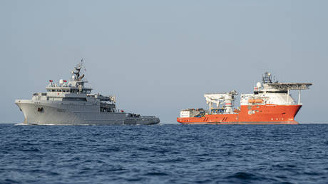Vessels 'Seabed Constructor' (R) and the BSAM 'Loire', France © AFP/MARINE NATIONALE / SEBASTIEN CHENAL