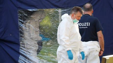 German police officers investigate a crime scene in Berlin's Tiergarten Park. ©REUTERS / Fabrizio Bensch