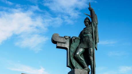 The statue of Ingolfr Arnarson in Reykjavík. © Flickr/ Christophe Pinard