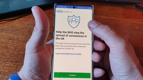 A smartphone with the NHS Coronavirus contact-tracing app in Ryde, Britain. May 2020. © AFP