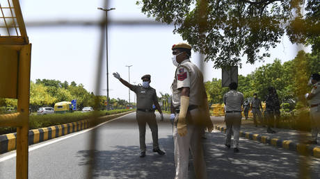 Police set up barricades outside the Chinese embassy in New Delhi on June 17, 2020. © AFP / Sajjad HUSSAIN