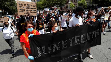Juneteenth demonstration in Harlem, New York © Reuters / Andrew Kelly