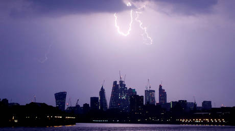 FILE PHOTO: Lightning strikes over the city of London, Britain  © Reuters / Tom Jacobs