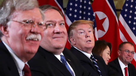 US President Donald Trump, US Secretary of State Mike Pompeo and White House National Security Advisor John Bolton (L) attend a meeting with North Korean leader Kim Jong-un and his delegation during the second North Korea-US summit in Hanoi, Vietnam, February 28, 2019. © Reuters / Leah Millis