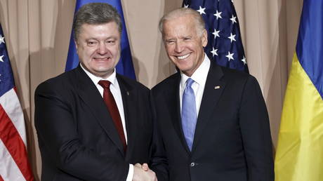 President Petro Poroshenko (L) of Ukraine and US Vice President Joe Biden on the sidelines of the World Economic Forum in Davos, Switzerland, January 20, 2016.