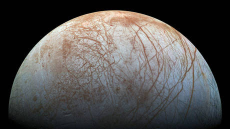 Life may exist in the ocean below the surface of Jupiter's moon Europa. © NASA/JPL-Caltech/SETI Institute