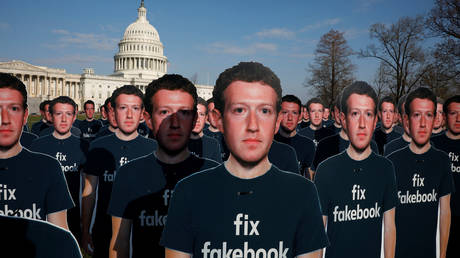 FILE PHOTO: Dozens of cardboard cutouts of Facebook CEO Mark Zuckerberg during a protest in Washington, US. April 2018. © Reuters / Aaron P. Bernstein