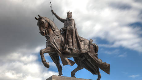 The statue of King Louis IX of France in St. Louis, Missouri. © Wikipedia.