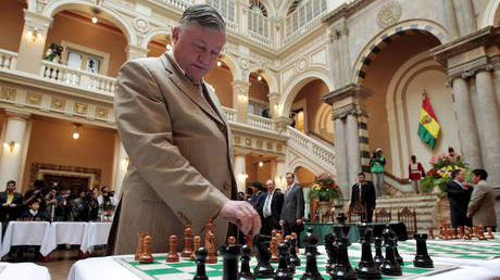Russian chess grandmaster and former world champion Anatoly Karpov © REUTERS / David Mercado