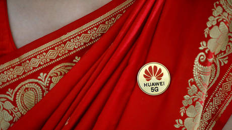 FILE PHOTO: Huawei's logo pinned on a saree © Reuters / Anushree Fadnavis