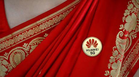 FILE PHOTO: Huawei's logo pinned on a saree © Reuters / Anushree Fadnavis