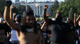 Flash-bangs & tear gas in Washington DC as crowds of protesters descend on White House (VIDEOS)
