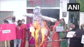 Protesters burn Chinese flag & Xi effigy in Uttar Pradesh after border standoff leaves at least 20 Indian troops dead (PHOTOS)