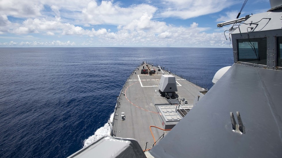 America declaring China's territorial claims illegal is all bark & no bite. The US is militarily & economically impotent