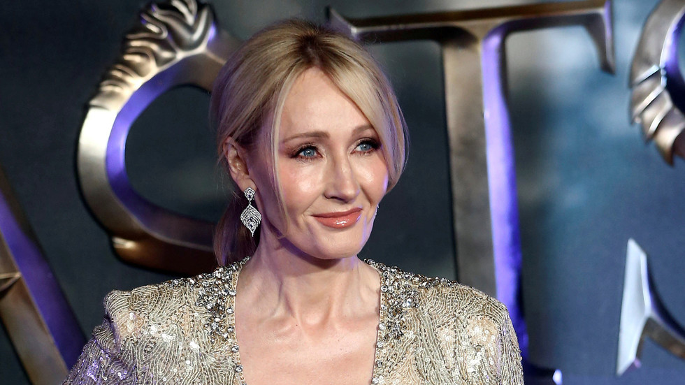 Kids' news site coughs up cash after JK Rowling threatens to sue over article suggesting boycott for 'transphobia' comments