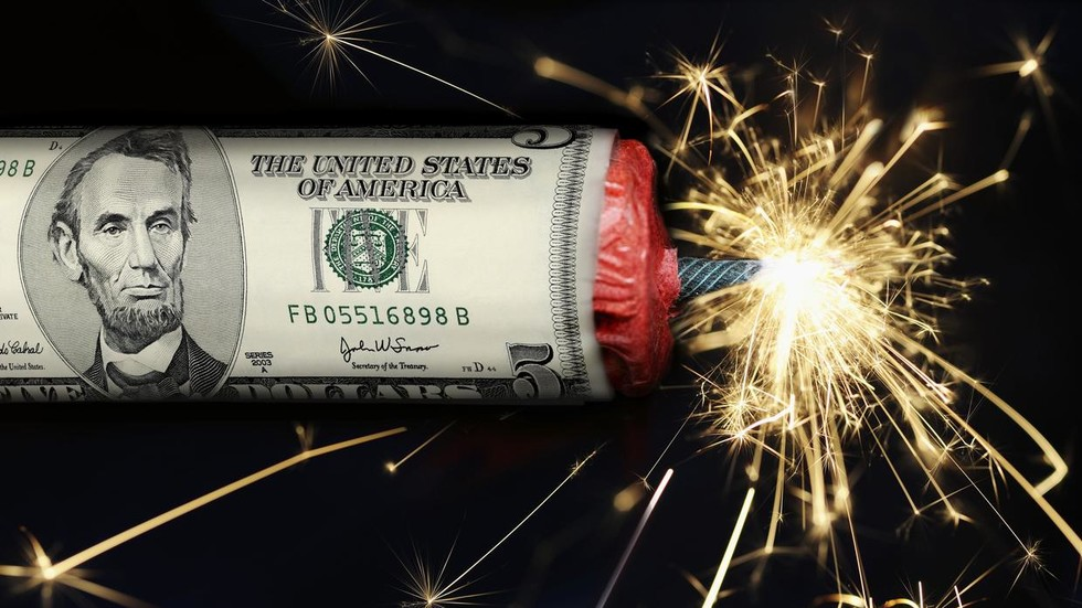 'Blow-up' event could COLLAPSE US DOLLAR as America's debt mounts, ex-IMF official warns