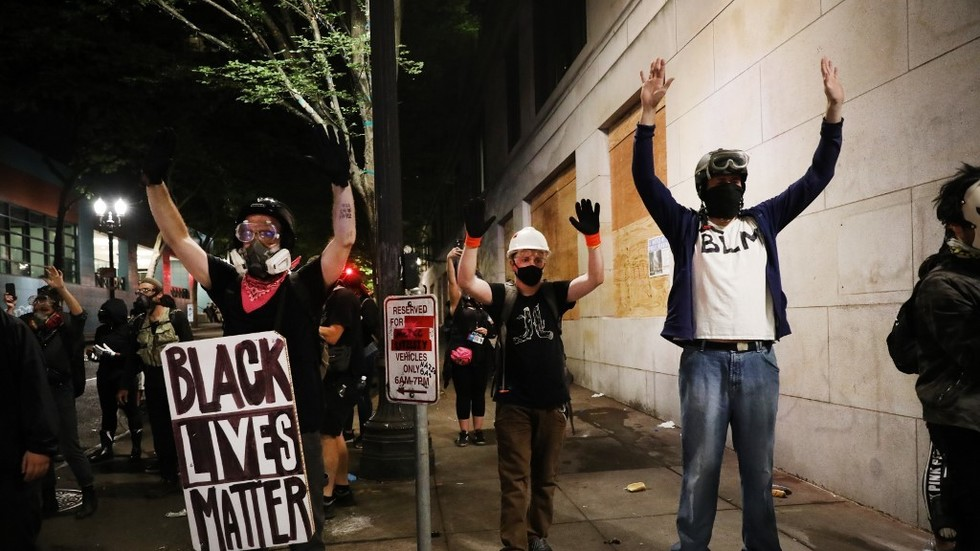 Antifa rioters call themselves journalists to avoid federal crackdown
