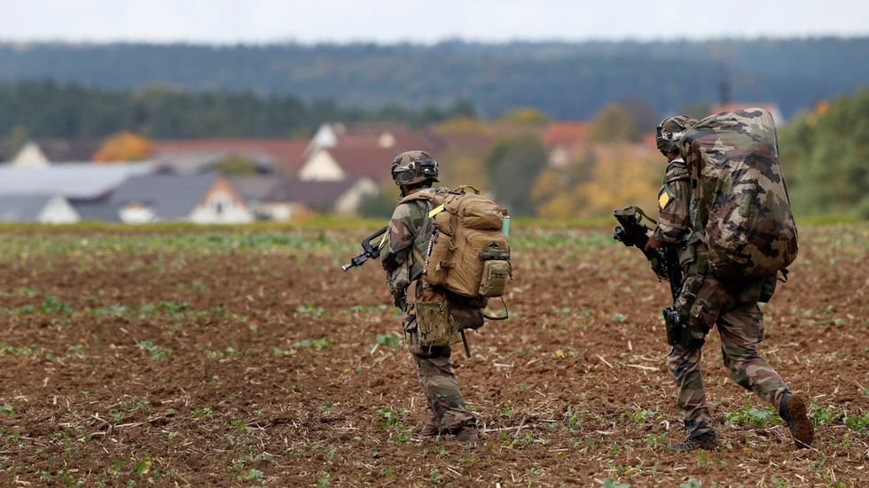 Berlin says US 'weakening NATO' & shooting itself in the foot as 12,000 troops set to withdraw from Germany