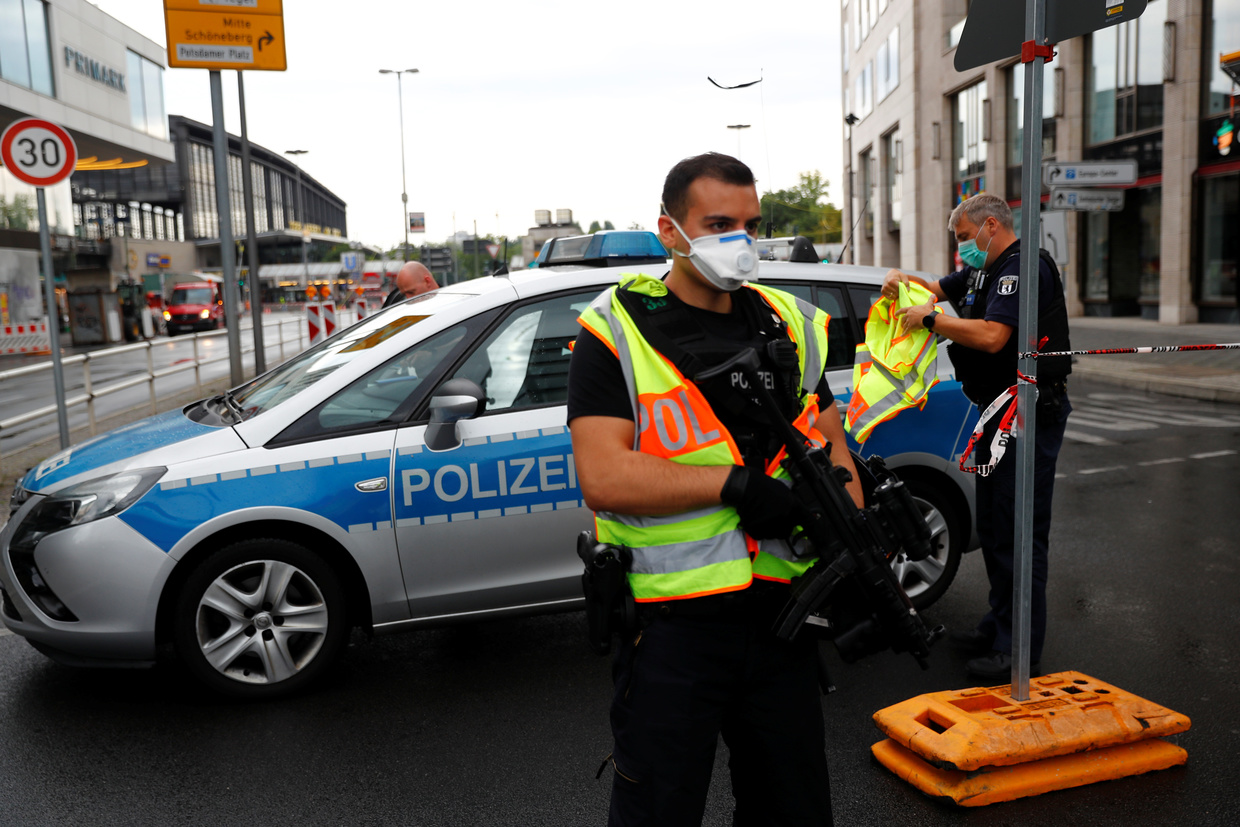 Berlin: 7 injured as vehicle plows into crowd